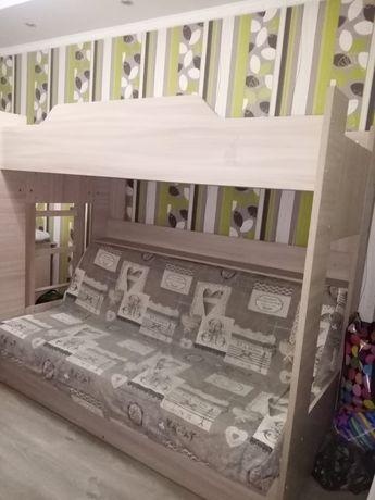 Продам двухярусную диван-кроватьв хорошем состоянии