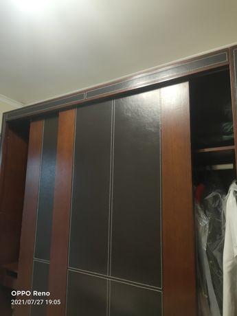 Спальный гарнитур.Двуспальная кровать  и  шкаф купе.