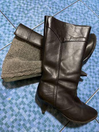 Отдам бесплатно женские зимние сапоги 35 размер