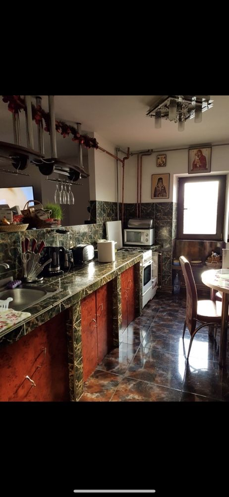 Schimb apartament cu casa sau vind apartament