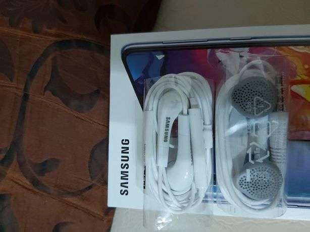 Headphones ( casti audio pt telefon)