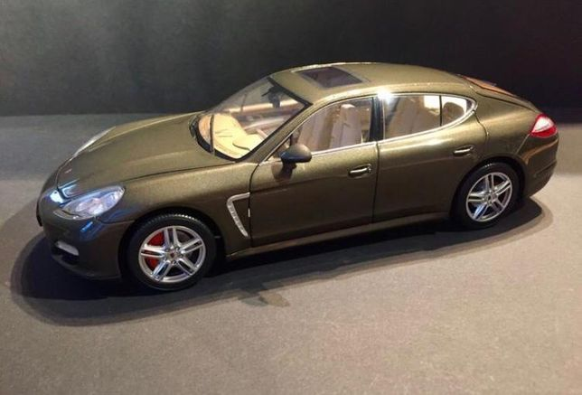 1:18 коллекционная модель Porsche Panamera