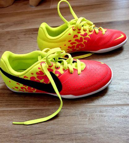 Маратонки Nike номер 32