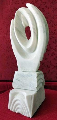 """Sculptură în marmură albă: """"Focul primordial"""""""