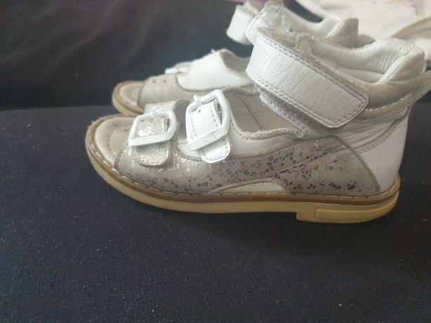 Продам детские сандали ортопед