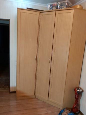 Продам шкаф угловой и пенал