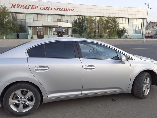 Срочно продам Тойота авенсис 2012