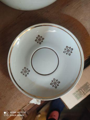 Продам тарелки чашки ложки