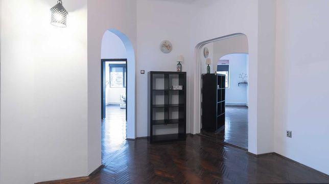 inchiriez apartament 3 camere Foisorul de Foc luminos, renovat