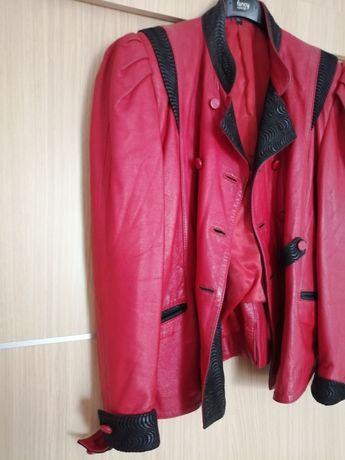 Vând jachetă din piele naturală de culoare roșie.