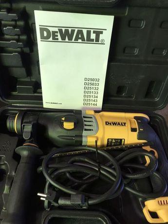 Перфоратор DEWALT SDS plus 900W / 3J