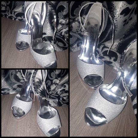 Vand sandale cu sclipici