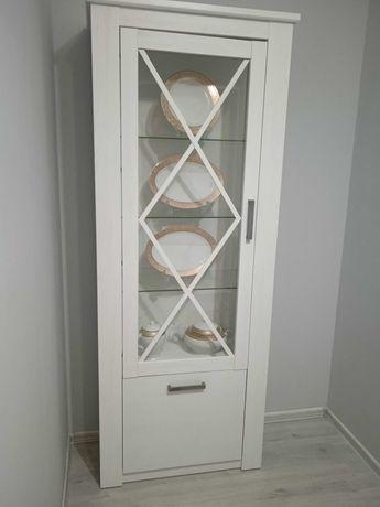 Шкаф-витрина продается