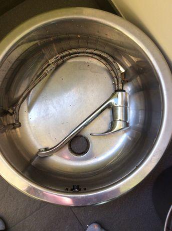 Продавам кухненска мивка комплект с батерия на видима