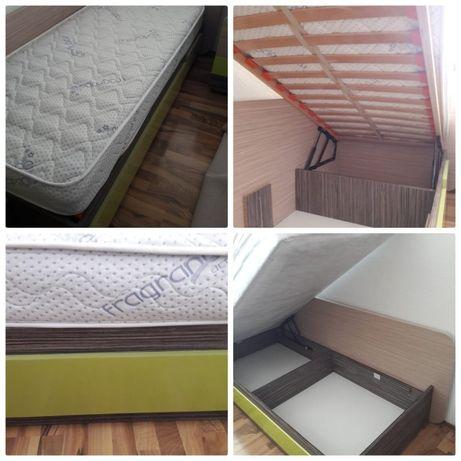 2 легла, с матраци и повдигащ механизъм