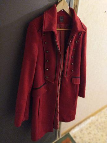 Красно-бордовое пальто Promod