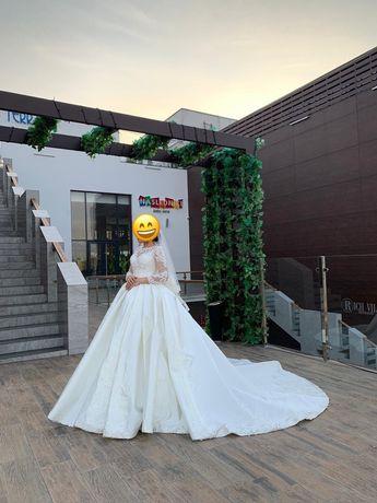 Продам свадебное платье 80.000