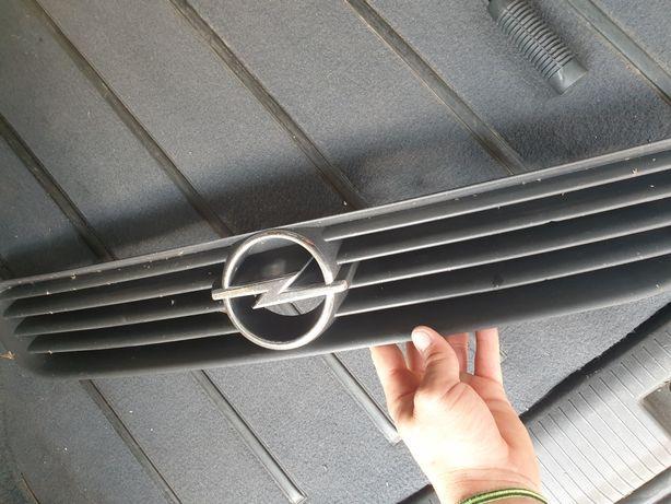 Vând Grilă Opel astra g