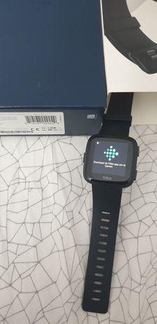 Ceas Smartwatch Fitbit Versa Nou.