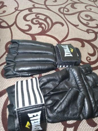 Продам боксерские перчатки срочно