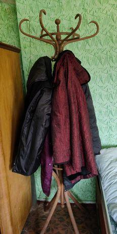Стара закачалка за дрехи