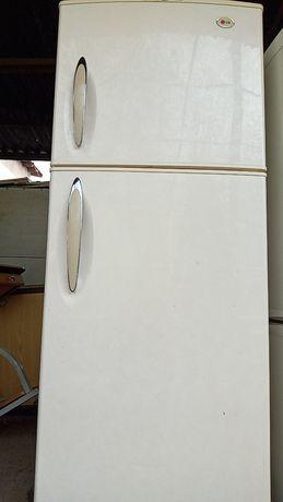 LG NoFrost. Холодильник в идеальном рабочем состоянии.