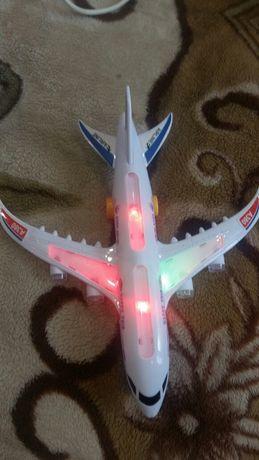 Продам детский самолет