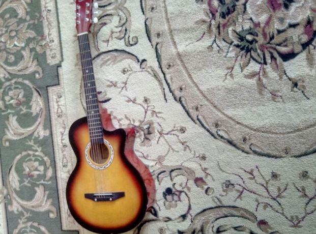 Гитара акустика почти новая