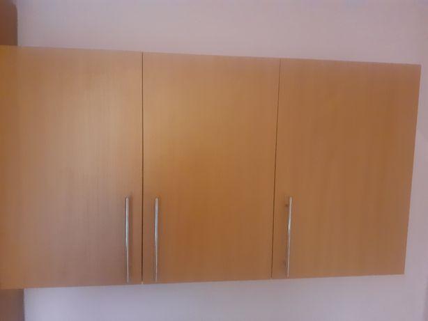 Шкаф навесной для комнаты