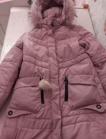 Продам зимнюю куртку для девочки