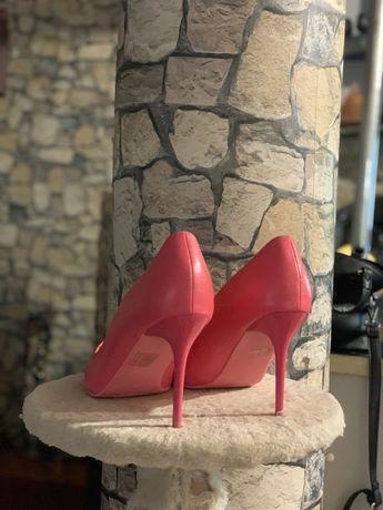 Pantofi noi roz cu toc superbi