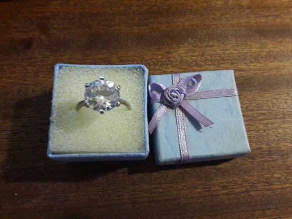 Сребърен дамски пръстен с голям цирконий