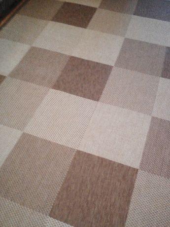килим / намален с 20 % - 320 лева              .