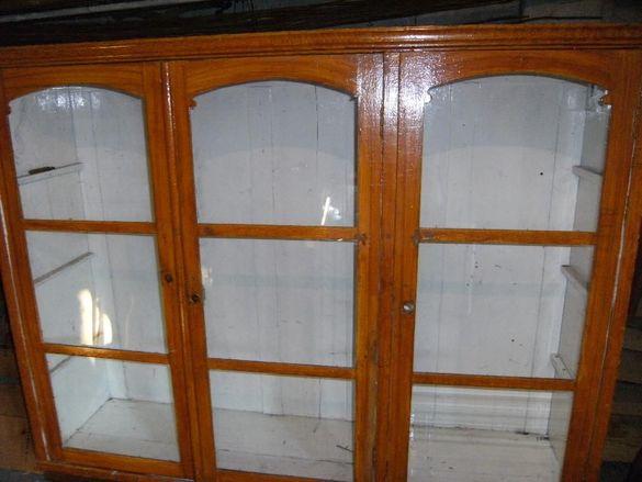 Ретро дървен шкаф