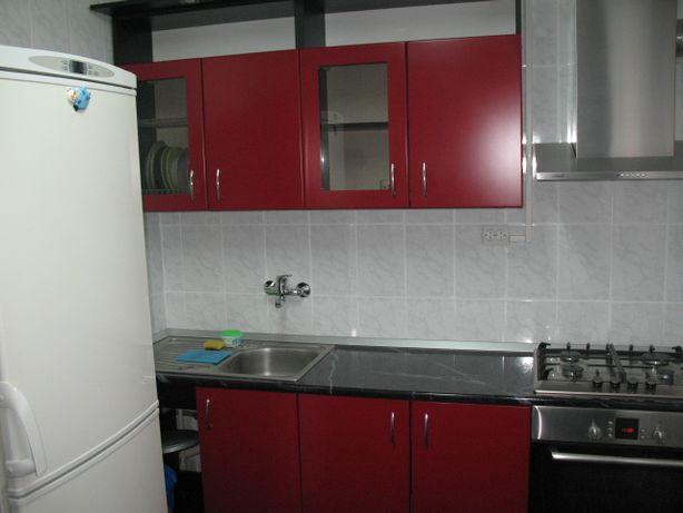 Inchiriez apartament 3 camere decomandat situat in Petre Ispirescu