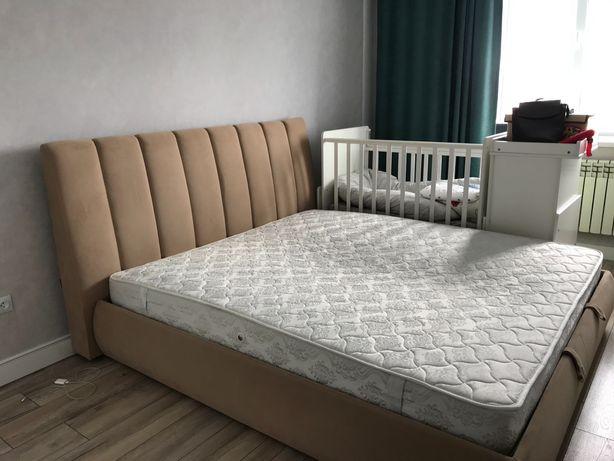 Двухспальная кровать 180/200