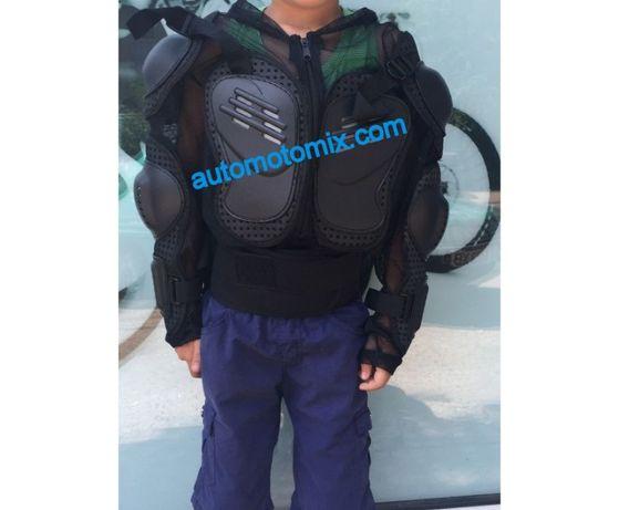 Детска ризница за защита от удари на гърба по цялата дължина на гръбна