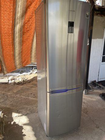 """Холодильник """" SAMSUNG"""""""