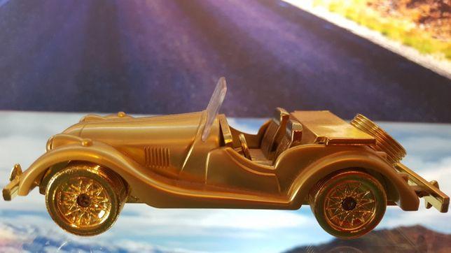 Bricheta masinuta din metal auriu