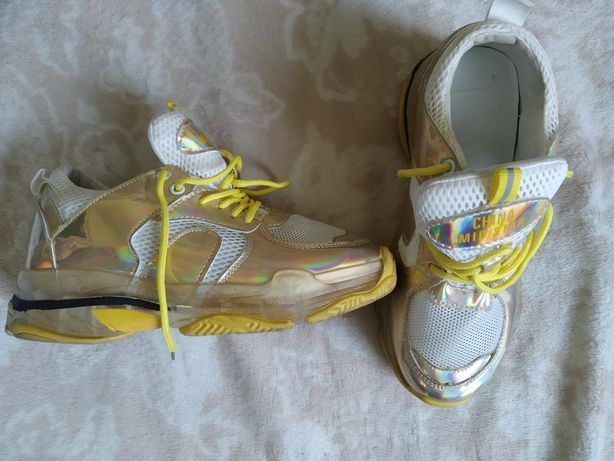 Нарядные кроссовки