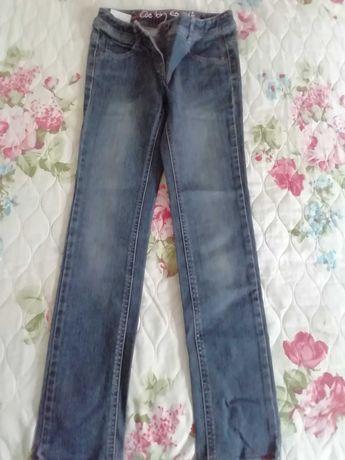 Класически дънки за момиче и два ватирани клина
