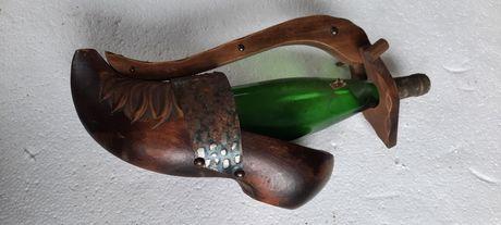 Suport original din lemn masiv pentru sticle de vin
