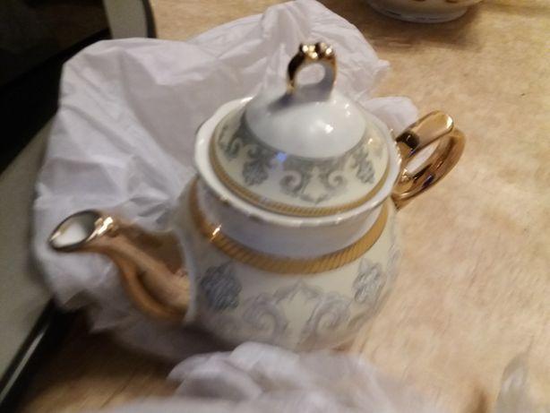 Набор  посуды столовый и чайный