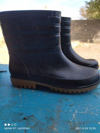 Резиновая ботинка