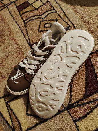 Кросовки новые Луис Витон. Маломерят. На 35-36 размер. Продам не дорог
