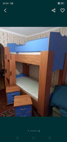 Продам кровать шкаф тумбочки и компьютерный стол