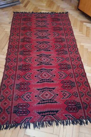 Червен килим от вълна