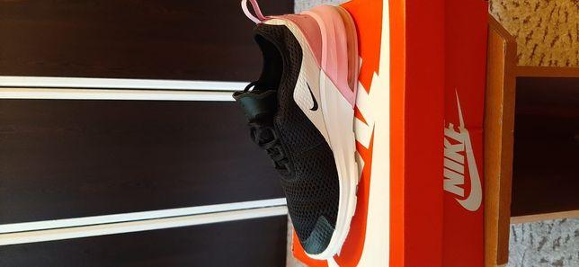 Vând adidași Nike originali Nike air max motion 2