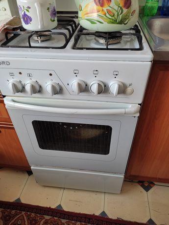 Газ плита в хорошем состоянии, работает отлично, духовка электрическая