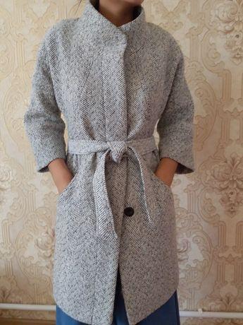 Продам женское пальто осень весна р 42-44